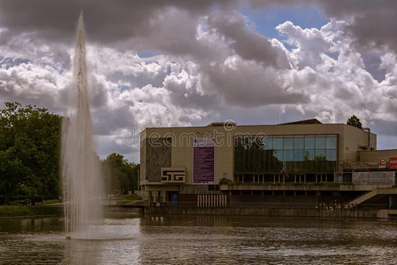 BOEBLINGEN, ALEMANHA - JUNHO 02,2018: O salão do congresso esta construção velha é usado para eventos, concertos e desempenhos fotos de stock