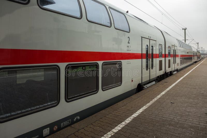BOEBLINGEN, ALEMANIA - MARZO 02,2019: La estación de tren esto es un tren del HIELO fotografía de archivo