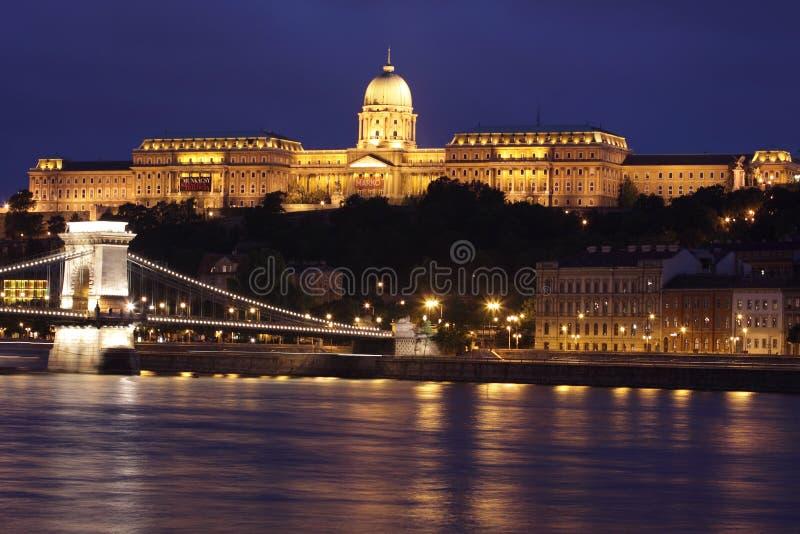 Boedapest bij nacht royalty-vrije stock afbeeldingen