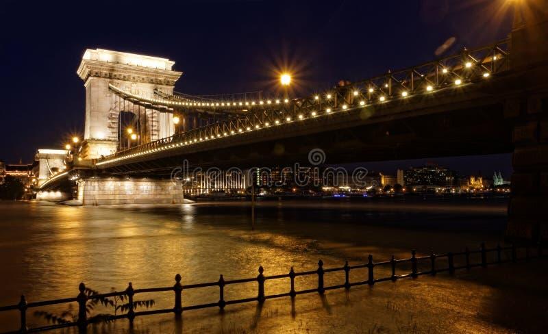 Boedapest bij nacht royalty-vrije stock afbeelding