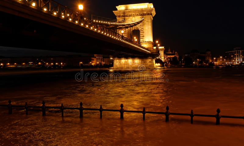 Boedapest bij nacht stock fotografie