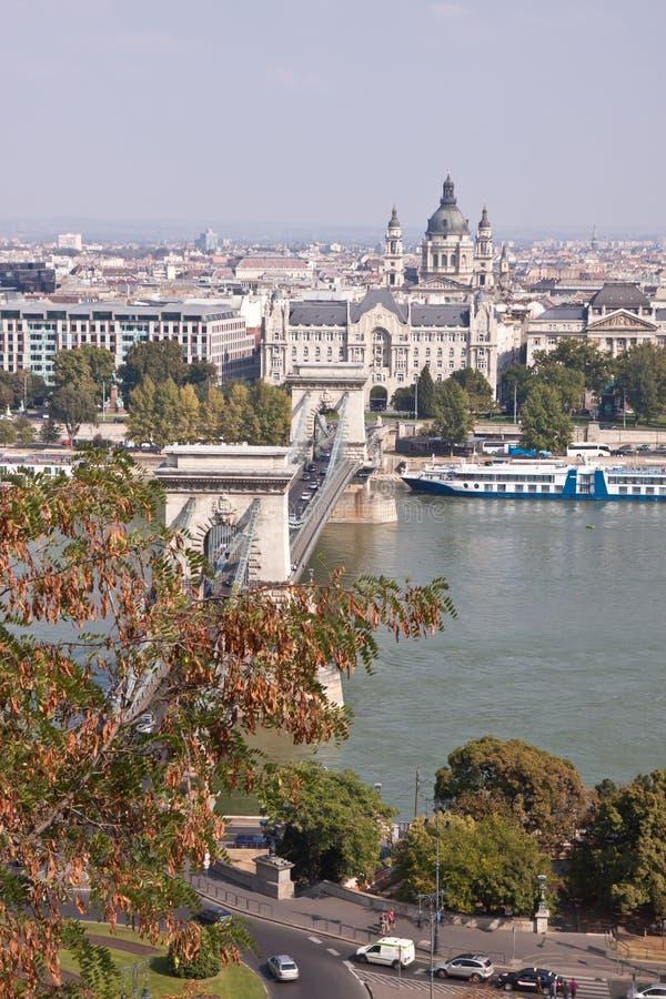 Boedapest de oude kettingsbrug royalty-vrije stock afbeeldingen