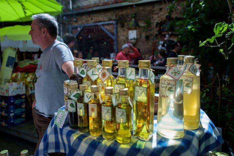 BOEDAPEST, HONGARIJE - AVRIL 17, 2016: Ruïnebar Szimplakert, Kazinc royalty-vrije stock foto