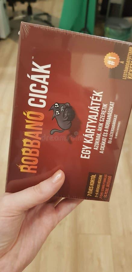 Boedapest, Hongarije - 2019 06 17 : Illustratieve redactionele foto van Exploding kittens card game Hongaarse editie royalty-vrije stock fotografie