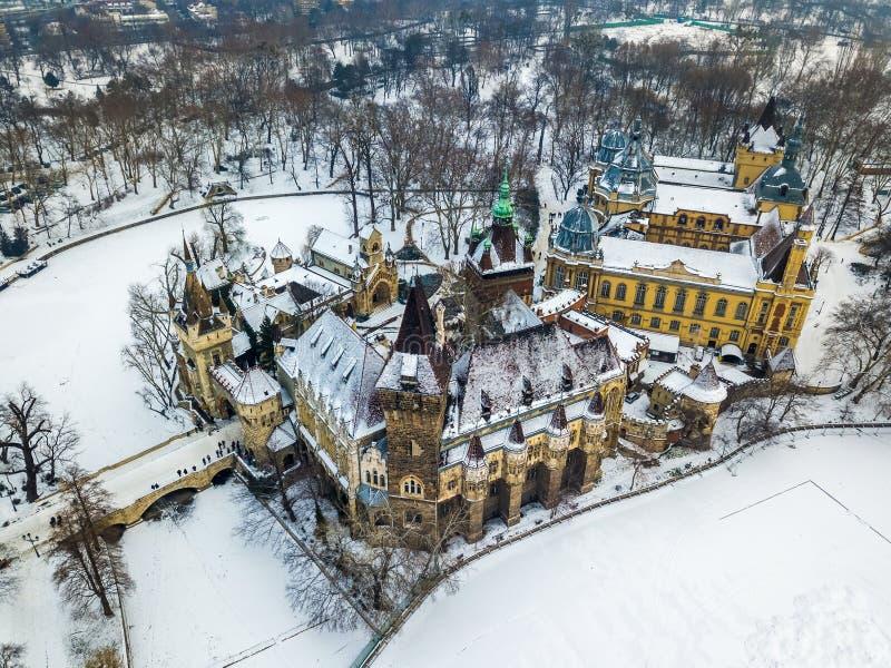 Boedapest, Hongarije - Luchtmening van mooie Vajdahunyad CasBudapest, Hongarije - Luchtmening van mooie Vajdahunyad Castl royalty-vrije stock afbeeldingen