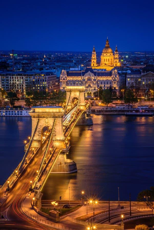 Boedapest, Hongarije, met de Kettingsbrug royalty-vrije stock afbeeldingen