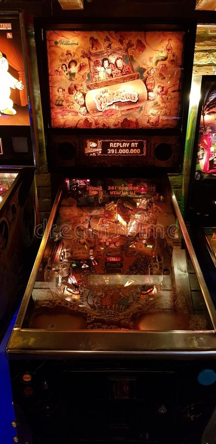 Boedapest, Hongarije - 2019 0619 : Old retro flipper arcade game machines, tetris, vanguard, akkanowBudapest, Hongarije - 2019 06 royalty-vrije stock afbeelding