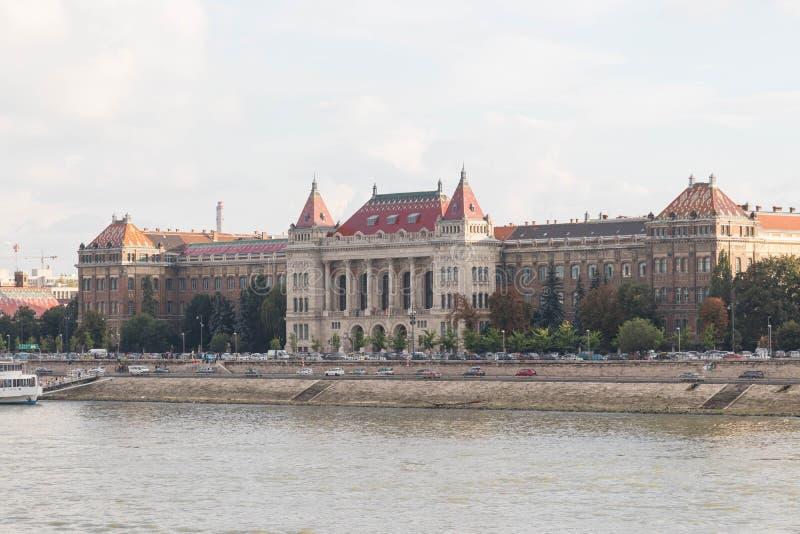 Boedapest/Hongarije-09 09 18: Universiteit van van de de technologiewetenschap van Boedapest de rivier van Donau royalty-vrije stock afbeelding
