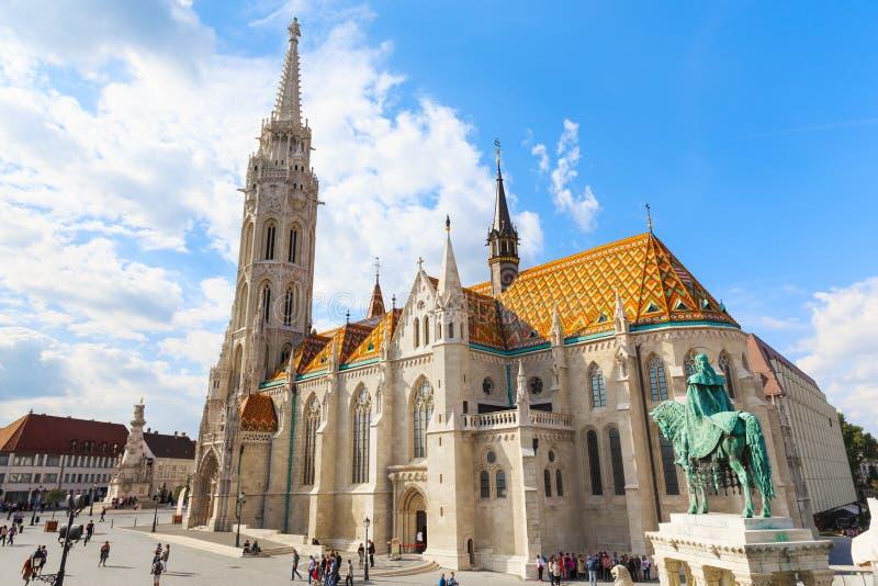 Boedapest Matthias Church en het monument aan St Istvan royalty-vrije stock foto's
