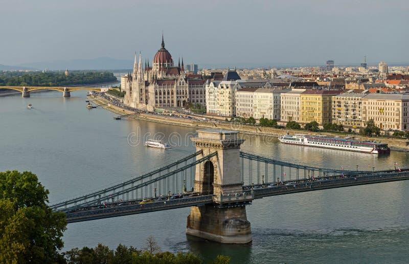 Boedapest op de banken van de Rivier van Donau stock afbeeldingen