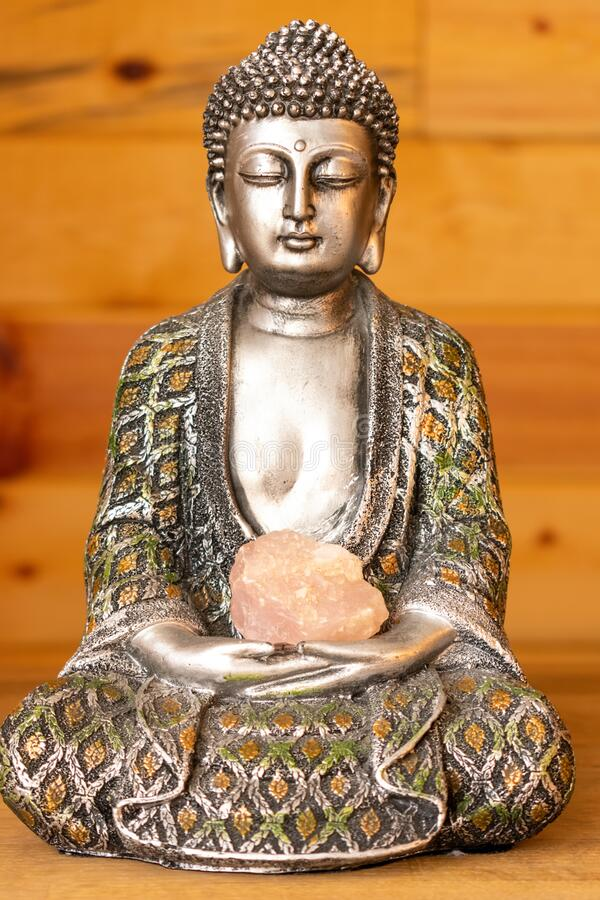 Boeddha-standbeeld op pijnlijke achtergrond stock afbeelding