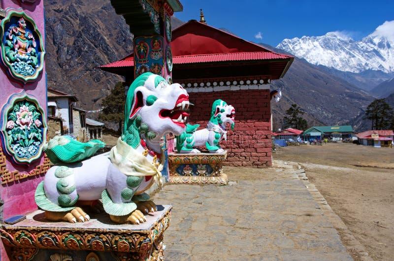 Boeddhistisch klooster in de berg van Himalayagebergte.  Nepal royalty-vrije stock foto's