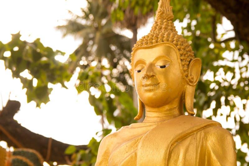 Boeddhistisch standbeeld stock fotografie