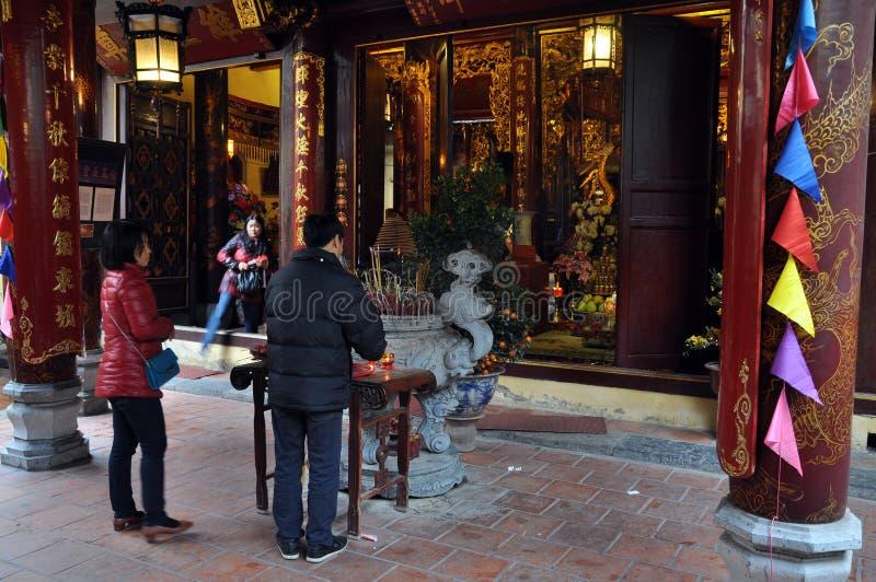Boeddhistisch tempelbinnenland in Hanoi, Vietnam stock fotografie