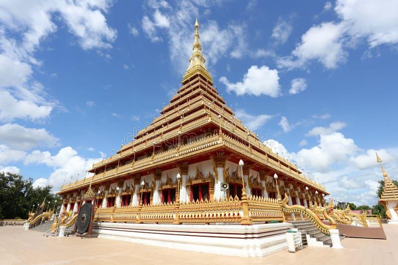 Boeddhistische de tempel gouden stupa van Thailand in Khonkaen van oriëntatiepunt, Te royalty-vrije stock afbeelding