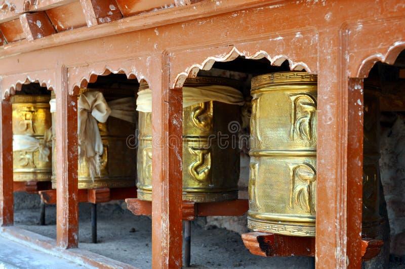 Boeddhistische gebedwielen stock fotografie