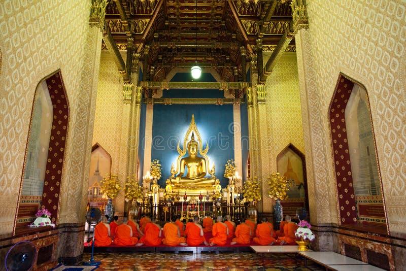 Boeddhistische Monniken bij Marmeren Tempel royalty-vrije stock afbeeldingen