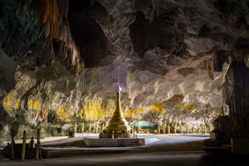 Boeddhistische Pagode bij Sadan-Zonde Min hol Hpa-, Myanmar (Birma) stock foto's