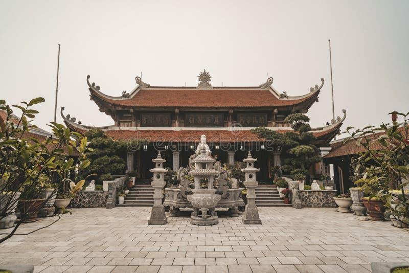 Boeddhistische pagode op Bana hill bij de stad Nang in Vietnam stock fotografie
