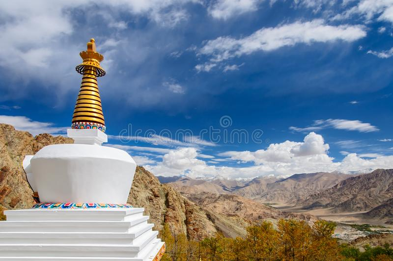 Boeddhistische stupa dichtbij Hemis-klooster, Leh Ladakh, India royalty-vrije stock foto's