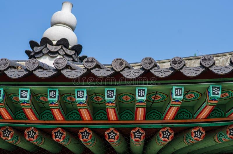 Boeddhistische tempel in Seoel, Zuid-Korea - de mooie historische godsdienstige bouw met heldere kleuren royalty-vrije stock afbeelding