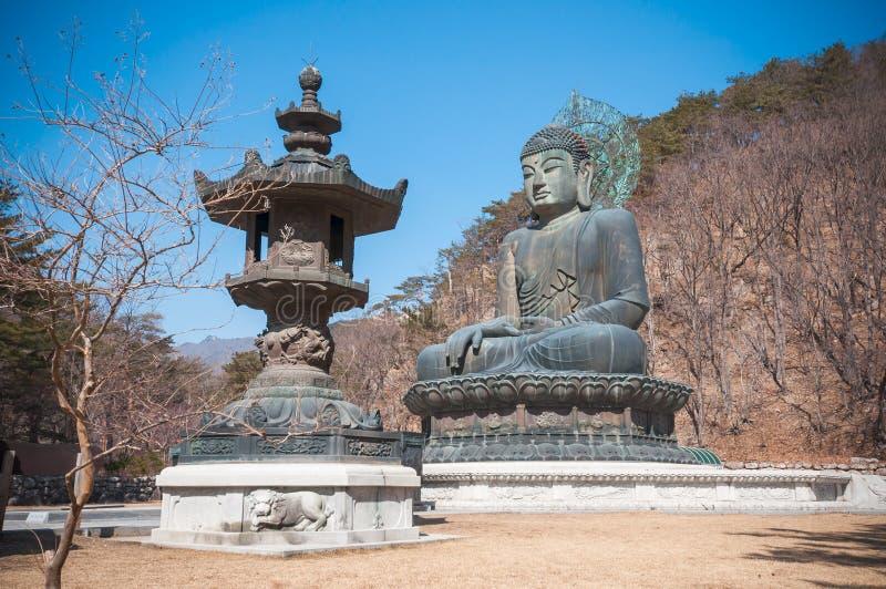 Boedha in de Tempel Sinheungsa royalty-vrije stock afbeelding