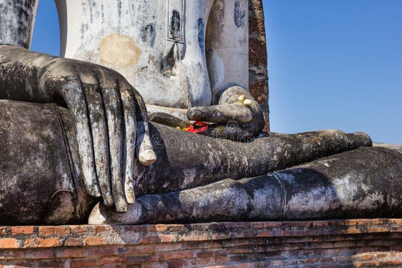 Boedha dient een tempel, Sukhothai, Thailand in stock fotografie