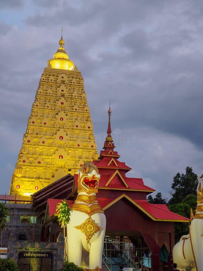 Boedha Khaya Stupa, gouden pagode in Wat Wang Wi Weh Karam in Sa stock foto