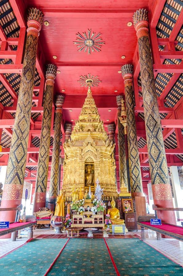 Boedha in klooster van Wat Pra That Lampang Luang royalty-vrije stock afbeeldingen