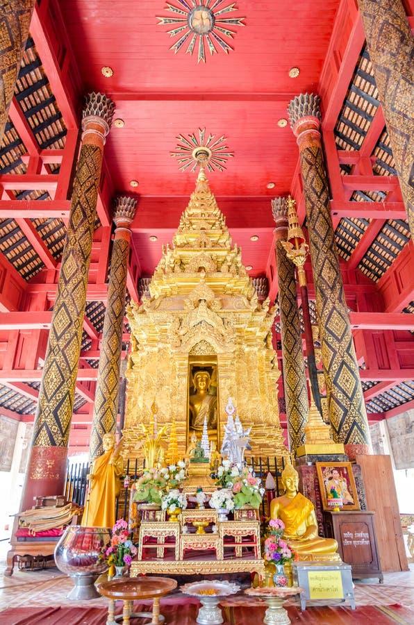 Boedha in klooster van Wat Pra That Lampang Luang royalty-vrije stock afbeelding