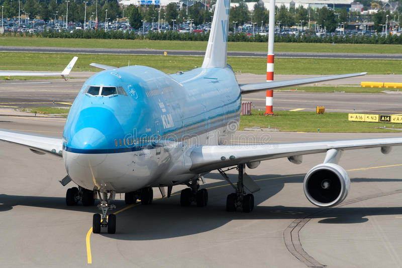 Boeing 747-400. AMSTERDAM - JUNE 16: KLM Royal Dutch Airlines Boeing 747-400 at Schiphol airport June 16, 2009 in Amsterdam, Netherlands. KLM offers worldwide stock images