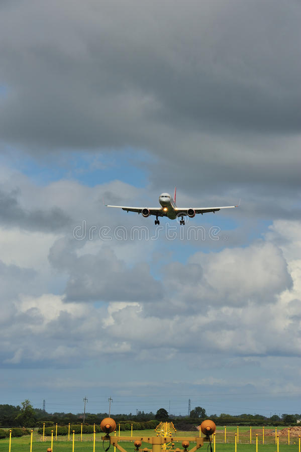 Download Boeing 757 On It's Final Approach Stock Image - Image: 19910145