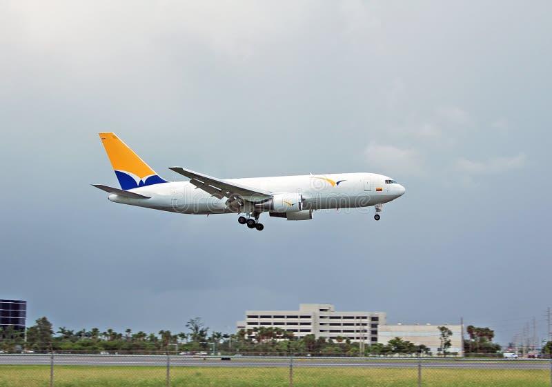 Boeing 767 ladingsstraal stock foto