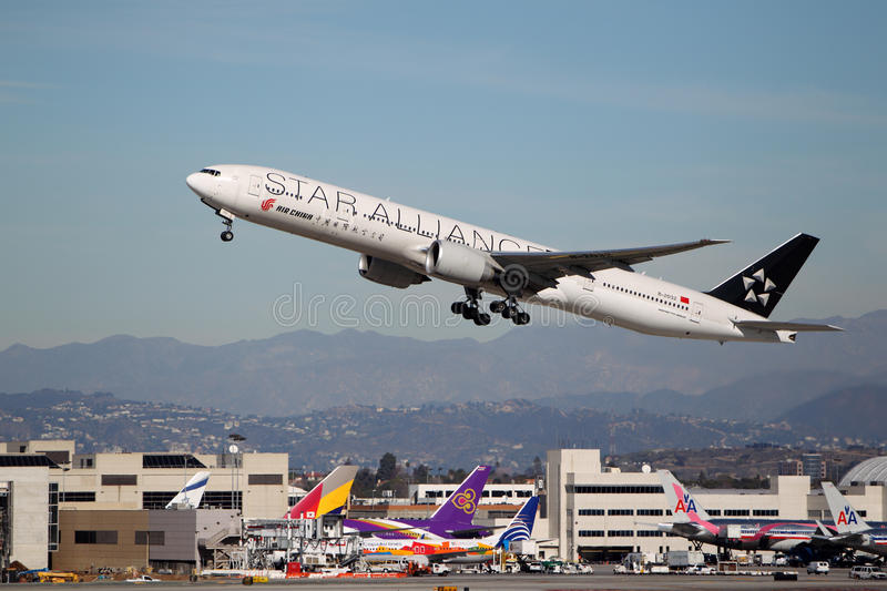 Boeing 777-39L B-2032 Star Alliance Air China stock photography