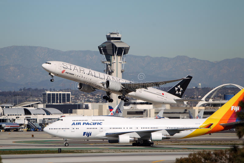 Boeing 777-39L B-2032 Star Alliance Air China royalty free stock photo