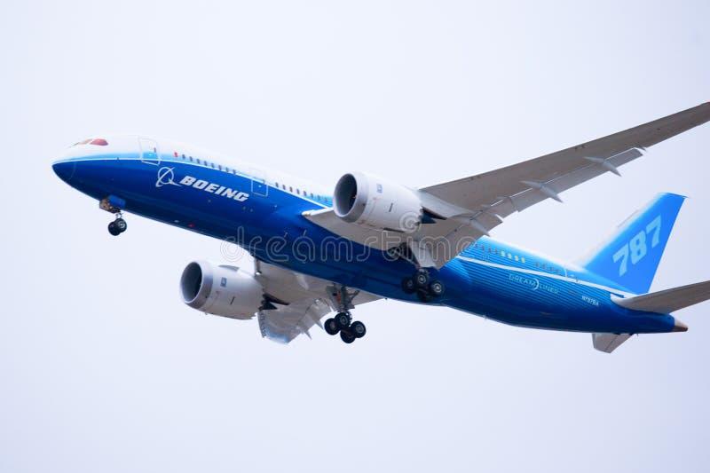 Boeing 787 Dreamliner saca fotos de archivo libres de regalías