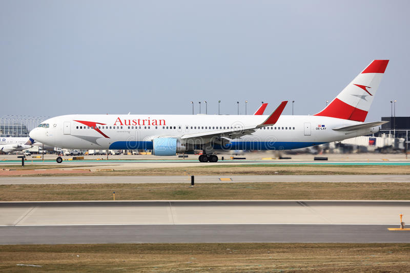 Boeing 747 Austrian Airlines w Chicago obraz royalty free