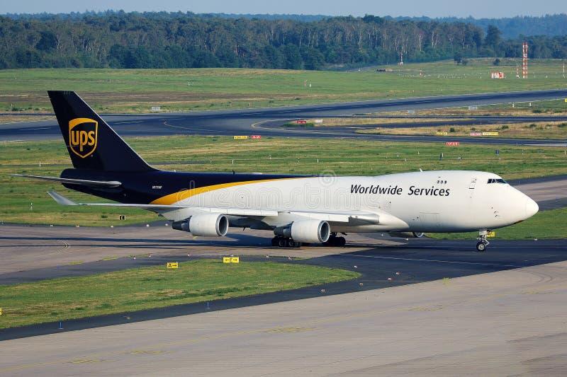 Boeing B747 de UPS Airlines en avión con destino al aeropuerto de Koln Bonn CGN imágenes de archivo libres de regalías