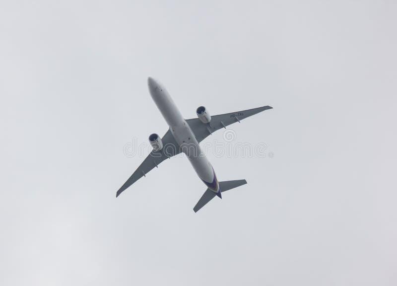 Boeing 777-300 de voie a?rienne tha?landaise photos libres de droits