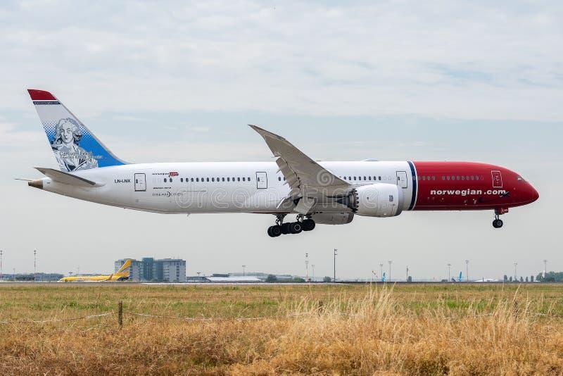 Boeing 787-9 Dreamliner door Noorse Lange afstand bij het landen in werking wordt gesteld die royalty-vrije stock foto's