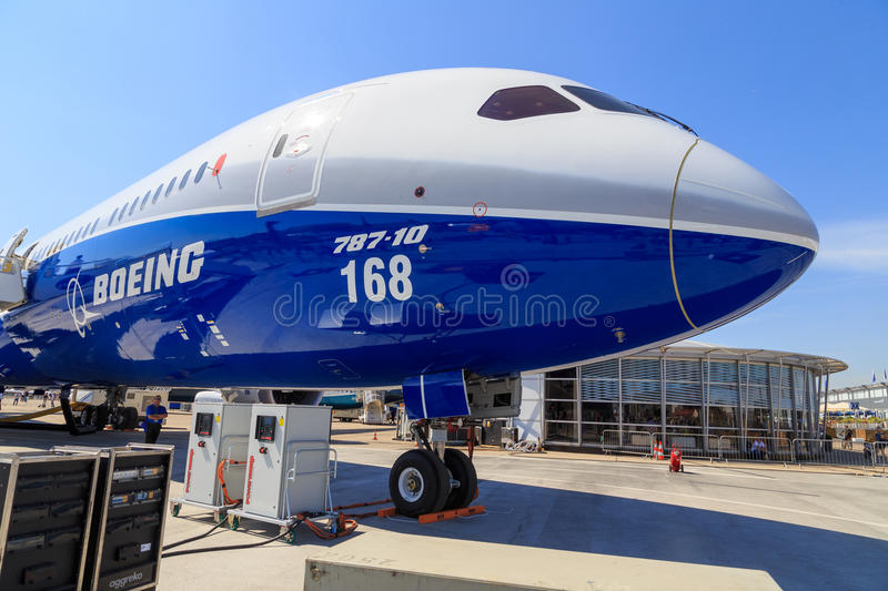 Boeing 787-10 Dreamliner royalty free stock photos