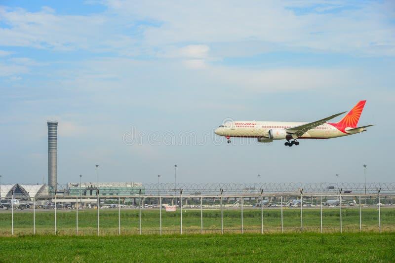Boeing 787-8 Dreamliner VT-ANI von Air India-Landung am suvarnabh lizenzfreie stockbilder