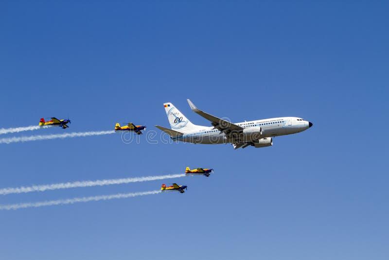 Boeing 737 en el salón aeronáutico del International de Bucarest imagen de archivo libre de regalías