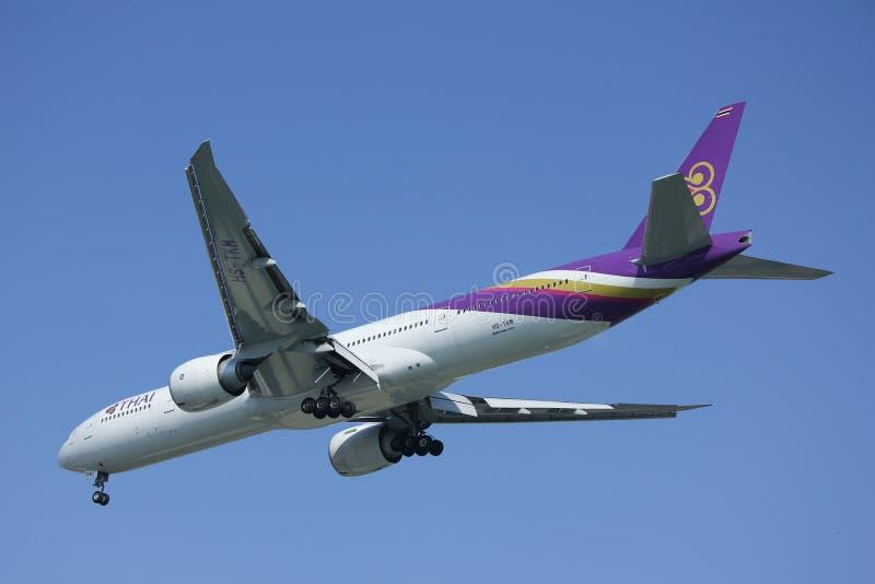 Boeing 777-300ER hs-TKM van Thaiairway royalty-vrije stock fotografie