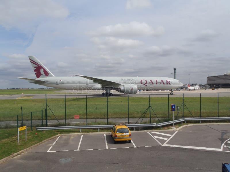 Boeing 777-300ER Qatar Airways lizenzfreies stockfoto