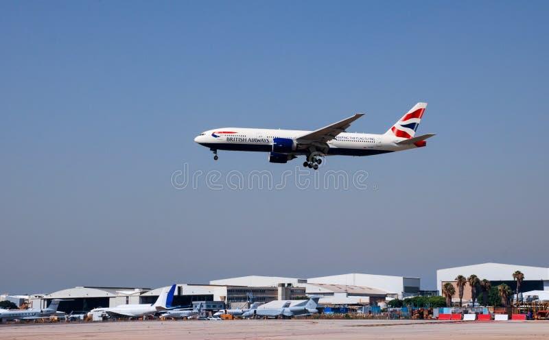 Boeing 777-236ER van British Airways-het aankomen stock foto's