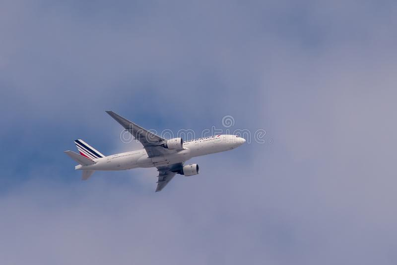 Boeing 777-228 ER von Air France im Flug stockbild