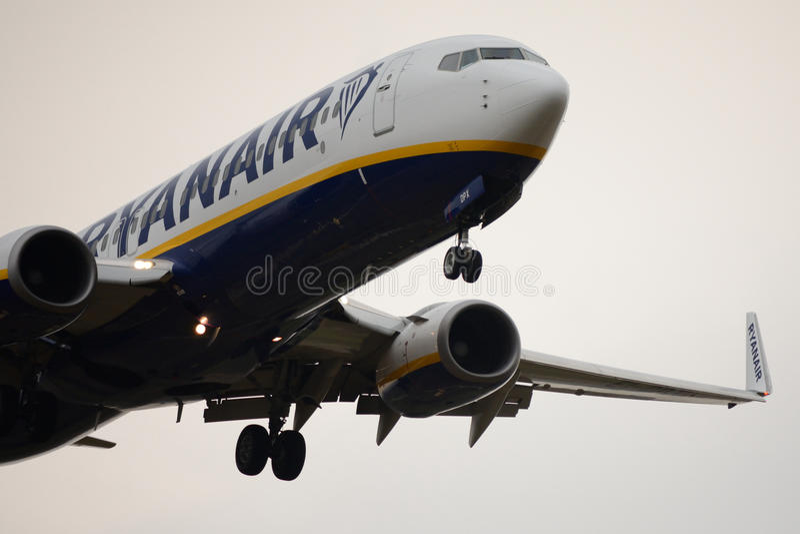 Boeing-Flugzeugland bei Milan Bergamo Airport lizenzfreie stockfotografie