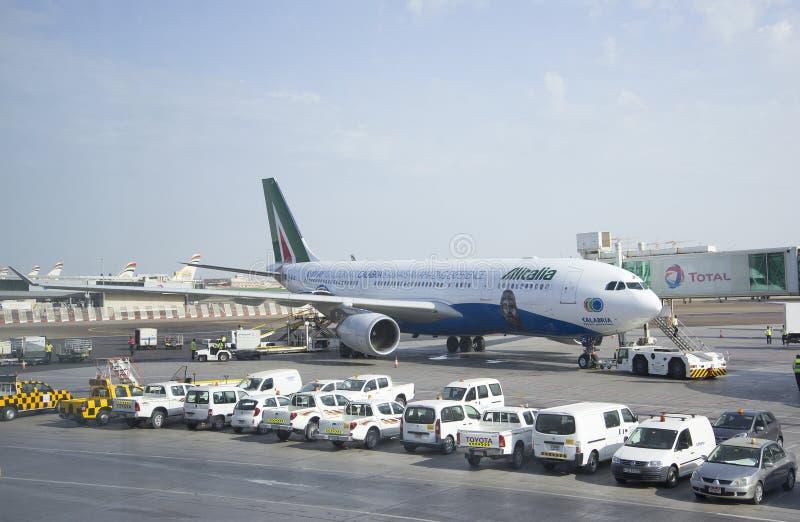 Boeing 737 Gen Jet Airways siguiente en Abu Dhabi foto de archivo