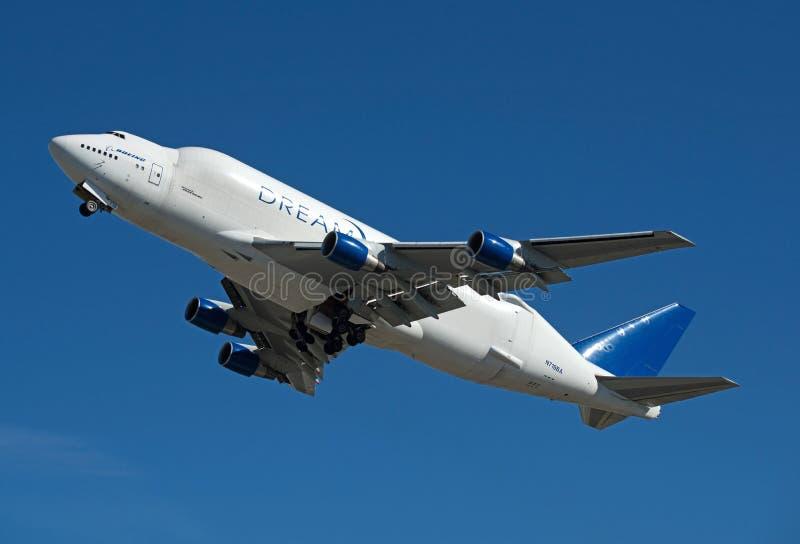 Boeing 747 groot ladingsvrachtschip dat vliegtuigdelen brengt stock afbeeldingen